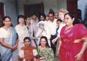 Mother Theresa with ladies of RC Budge Budge.