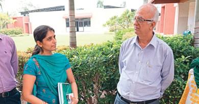 Ashok Panjwani with faculty members of SRICT.