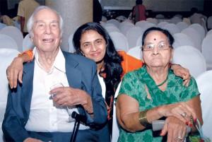 Rtn Ramgopal Mehra, Nainu Thacker and Urmila Mehra.