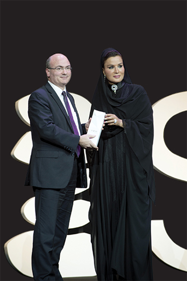 Mike Feerick receiving the 2014 WISE award from Qatar Foundation Chair Sheikha Moza bint Nasser​.