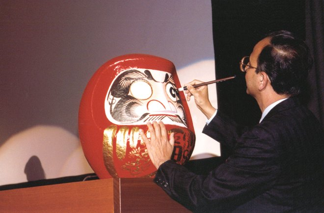 Painting one eye of the Daruma doll at the UN.