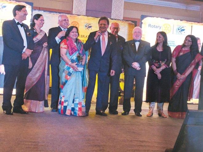 (From left) DG Sharat Jain, Sharmishtha Desai, RID Manoj Desai, TRF Trustee Chair Kalyan Banerjee, TRF Trustee Sushil Gupta, Vinita Gupta and Lalitha Subramanian with AKS donors DGN Subhash and Babita Jain (centre).