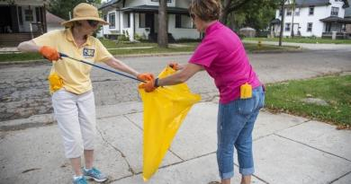 Rotarians on a clean mission in Rockford