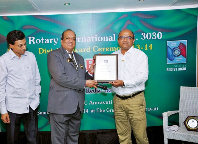 Rtn Ravindra Ostwal of RC Malegaon Midtown, RI District 3030, was honoured with 'Regional Service Award' (South East Asia Region) for his services in eradicating polio.