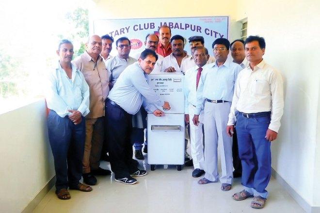 RC Jabalpur City RI District 3261 Water dispenser donated to Shri Krishna Vidhya Mandir, Bargi Gram Repura.
