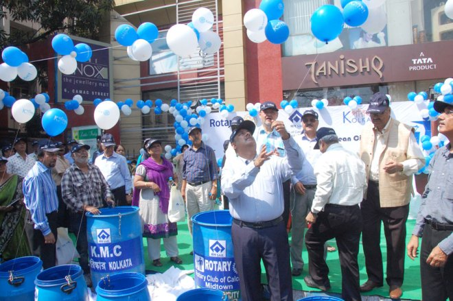 PRID Shekhar Mehta releasing baloons at the launch ceremony.