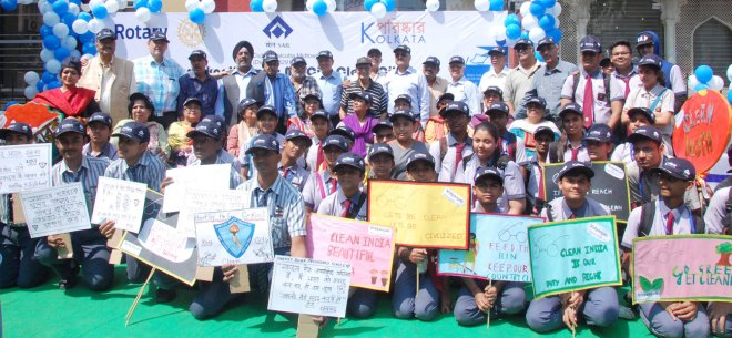 Children holding the placards designed by them.