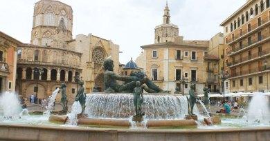 Plaza de la Virgen with the iconic Turia fountain.