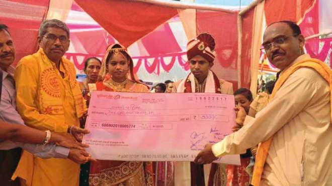 Cashless weddings Couples from diverse backgrounds, including farmers, teachers and daily wagers, tied the nuptial knot at a mass marriage ceremony held at Gujarat's Bayad town, without a single penny spent in cash. Every expense, from the priests' dakshina, kanyadaan, the caterers' fees, and even gifts for the newly-weds, was met through cheques or digital payment modes. Swipe machines were in place for those who wanted to give monetary gifts using plastic cards.