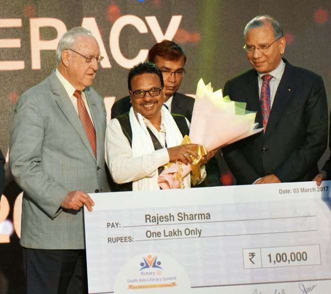 Rajesh Sharma receives the award from RI President John Germ in the presence of IPRIP K R Ravindran.