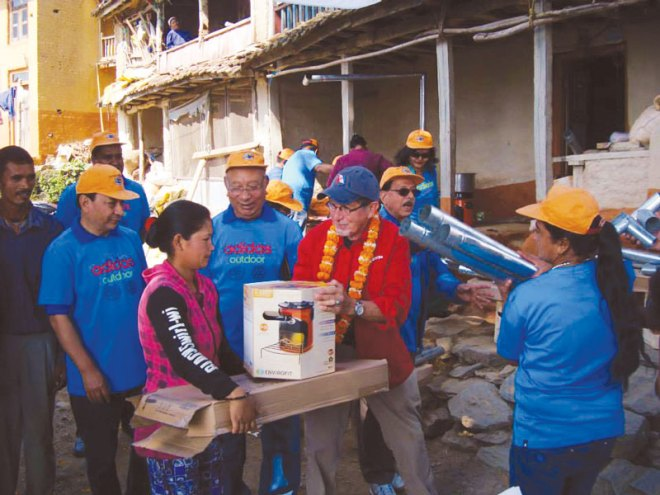 Rtn George Basch distributing the Himalayan stove to villagers.