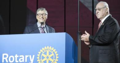 Bill Gates, co-chair of the Bill & Melinda Gates Foundation, and RI President John Germ announce new pledges toward the polio eradication effort at the Rotary Convention in Atlanta.