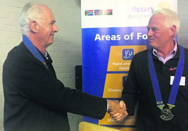 Graham Finlayson, President, Rotary Club of Newlands, (left) congratulates Peter Dekker for the first Rotary E-club of Greater Cape Town.
