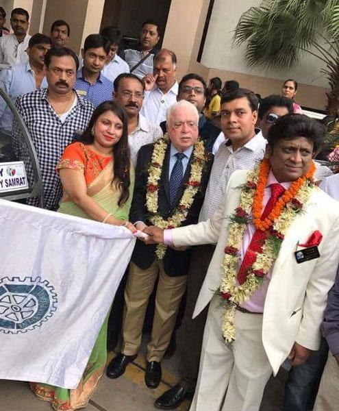 DG Vivek Kumar (extreme right) and spouse Varsha (extreme left) with TRF Trustee Sushil Gupta and Rotary Patna City Samrat President Prakash Barnwal.