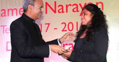 President of RC Bombay Ramesh Narayan with Pooja Kamble.