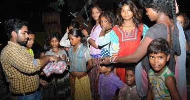 Sanat and Viren, volunteers of the NGO Feeding India, distribute food among children in Bathinda. Photo: Pawan Sharma / Tribune