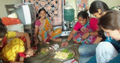 Some of the cooks at work. Photo: Gabriel Project Mumbai website