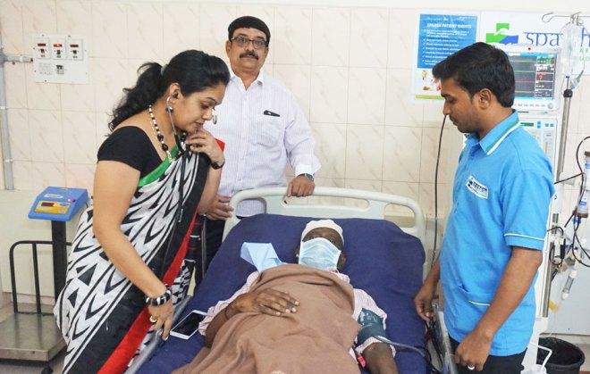 P Bala Subba Setty Rotary Dialysis Centre Chief Medical Officer Dr Pallavi Amarnath examines the patient Noor Ahmed, while Project Secretary Abdul Haq Sait (centre) looks on.