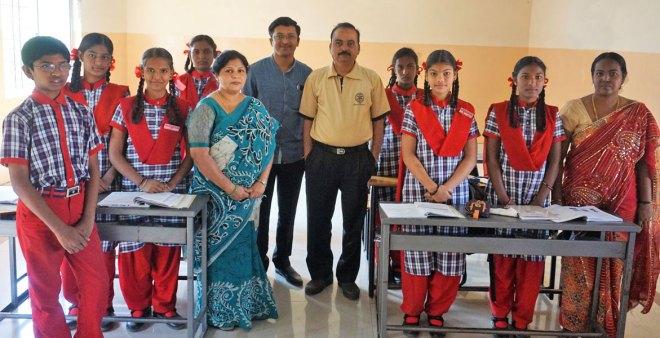 Rotary school headmistress Bharathi Hosakeri, Club Secretary Rajesh Korishetar (centre) and President-elect Dr P Muni Vasudeva Reddy along with Class 9 students and their teacher.