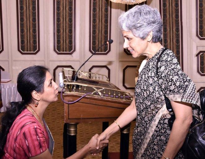 Club member Radhika Satyanarayana greets Dr Soumya Swaminathan.