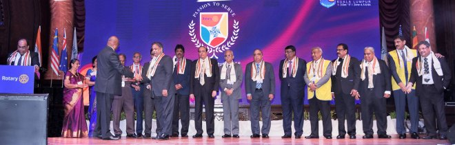 PDG ISAK Nazar introduces the Zone Institute 2018 team. From L: Mala Baskar, Afzalunissa Nazar, DGN G Chandramohan, PDGs N Subramanian, Krish Rajendran, PRID P T Prabhakar, PDGs R Raja Ramakrishnan, Ranjit K Bhatia, R Theenachandran, Basu Dev Golyan, Guddati Viswanadh, Bhashkumar Rajan, Sam Patibandla and Natarajan Nagoji. Also seen: RID C Basker greeting PDG Vinod Bansal;