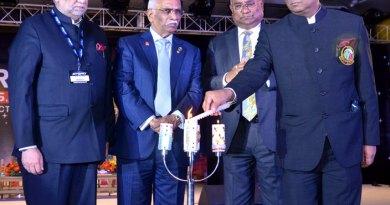 DG Vivek Kumar lighting the lamp in the presence of RID C Basker, RIPR J B Kamdar and Rtn Pragati Sinha.