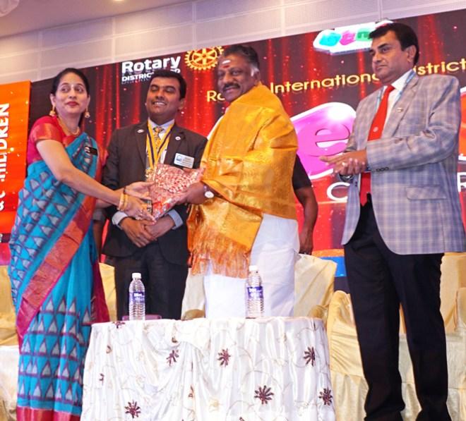 Neela and DG Gopalakrishnan felicitate Deputy CM O Paneerselvam as Conference Chair V Ramesh looks on.