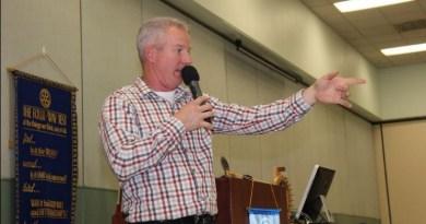 Auctioneer James Bell in action at the Rotary Club of China's auction at the Kerr McGee Center. Photo: Jessica Weston/Daily Independent