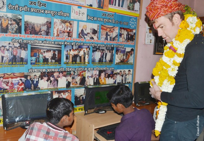 Rtn Dave Diffendal from RC Cleveland, USA, when he visited the computer training centre at Chayanmaina village.