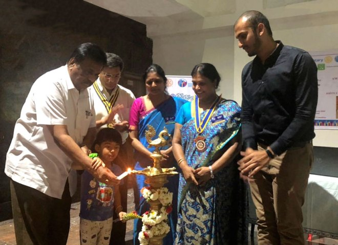 Dr B R Abhijit inaugurates a session while Club Presidents Shashikanth (Metro), Suvarna (Garden City) and Shoba Murali (Cubbon Park) look on.