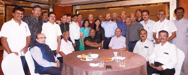 The new DGs in Chennai with (seated from L) PRIDs Ashok Mahajan, Y P Das, RID C Basker, PRID P T Prabhakar, DG Vishnu Mondhe and RIDE Bharat Pandya. Above: IPDG Vivek Kumar takes a self