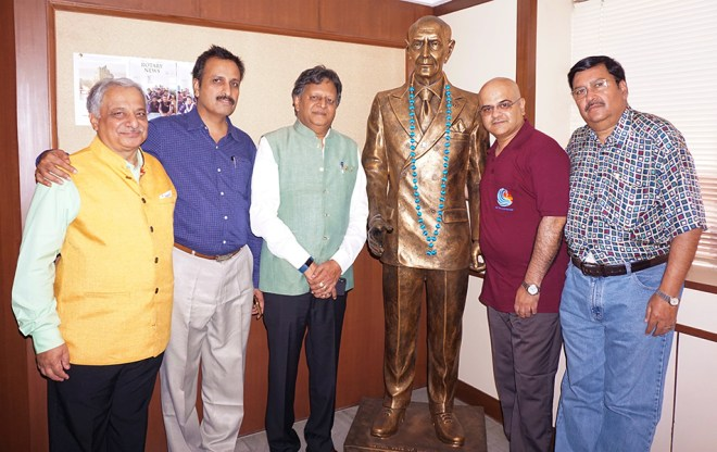 From L: DGs Praveen Goyal (3080), Babu Peram (3232), Subhash Jain (3012), Rajiv Sharma (3030) and Shashi Sharma (3141) pose with a statue of Paul Harris at the Rotary News Trust office.