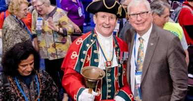 RI President Ian Riseley (right) at the inaugural of the House of Friendship.