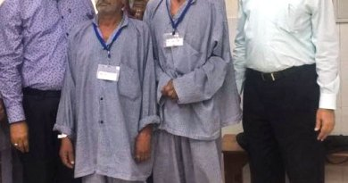 Rotarians Rajendra Singhal (left) and Dalip Dagha (right) with the patients after their cataract surgeries.