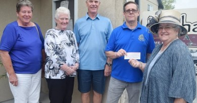 Lois Worthen (right) presents the first of two $1,000 cheques to the Rotary Club of Perth. Accepting the cheque, along with Rotarians, was president Frank Larabie. Photo: Desmond Devoy