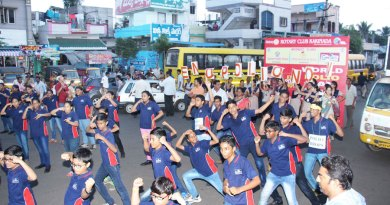 Interactors perform a flash mob.