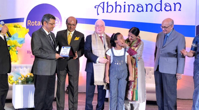 Vinita interacts with little Barsha Pramanik, a beneficiary of Gift of Life programme, in the presence of (from L) PRID Shekhar Mehta, RIDEs Bharat Pandya, Kamal Sanghvi, RIPN Sushil Gupta, PRIP Kalyan Banerjee and Sonal.