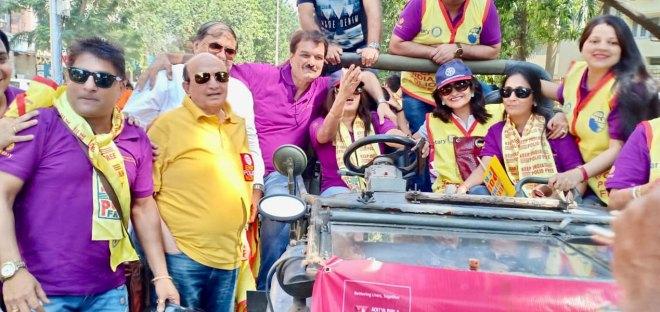 PRID Ashok Mahajan with rallyists in Mumbai
