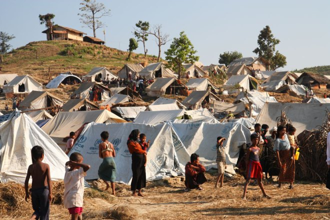Emergency_food,_drinking_water_and_shelter_to_help_people_displaced_in_Rakhine_State,_western_Burma