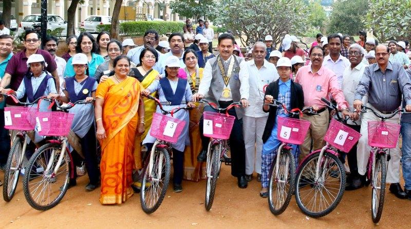 DG Ramesh Vangala (centre) along with the student beneficiaries. RC Hyderabad Gachibowli President  T S Sashikala, PDGs  T V R Murti and Tamanamu Vijendra Rao are also present.