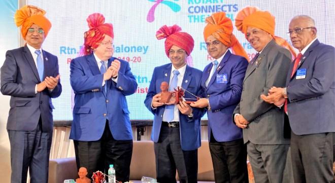 D 3030 DG Rajiv Sharma felicitates RIDE Bharat Pandya with a memento in the presence of RIPE Maloney, DGE Rajendra Madhukar Bhamre, PDGs Kishor Kedia and Dattatraya S Deshmukh (right).