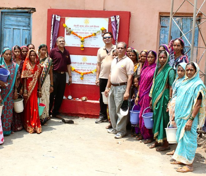 From R: Atul Bhide, Club President Nilesh Puranik and PDG Jayant Kulkarni with beneficiaries in one of the villages.
