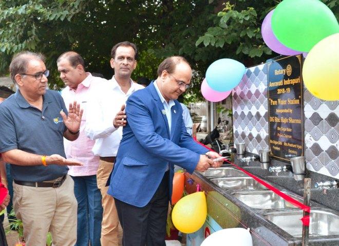 DG Rajiv Sharma inaugurating the handwash station in the presence of Club President Rajan Subhash Silhi and AG Subhash Yadav.