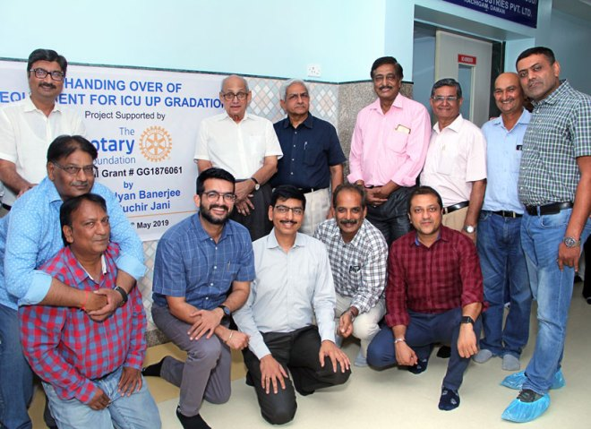 PRIP Kalyan Banerjee with PDGs Ruchir Jani and Ashis Roy at the Haria Rotary Hospital in Vapi.