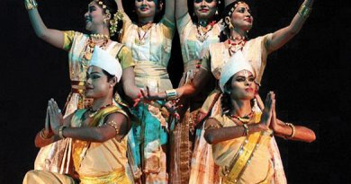 545px-Satriya_dance_performance_at_Guwahati_Rabindra_Bhawan