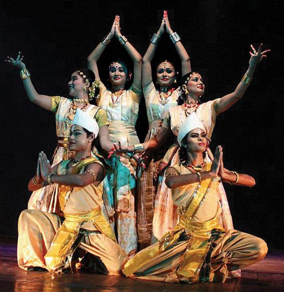 545px-Satriya_dance_performance_at_Guwahati_Rabindra_Bhawan