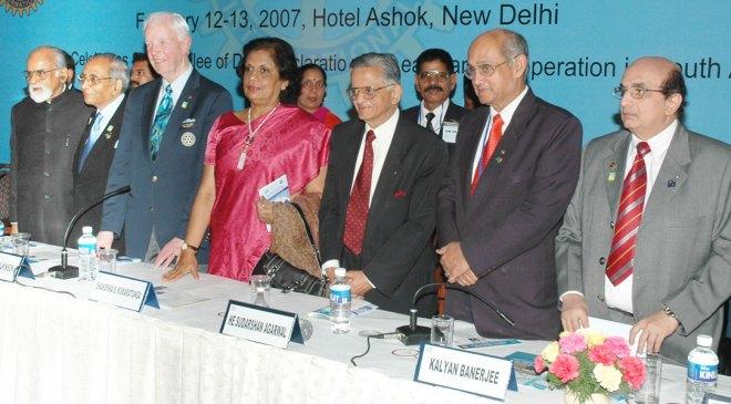 PRID Agarwal with (from L) former Indian Prime Minister I K Gujral, PRID O P Vaish, PRIP Wilf Wilkinson, former Sri Lankan President Chandrika Kumaratunga, PRIP Kalyan Banerjee and PRID Ashok Mahajan at the S Asia Goodwill Summit held in Delhi.
