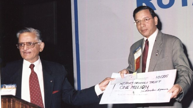 PRIP K R Ravindran receiving a cheque from PRID Agarwal for post-tsunami relief work in Sri Lanka.