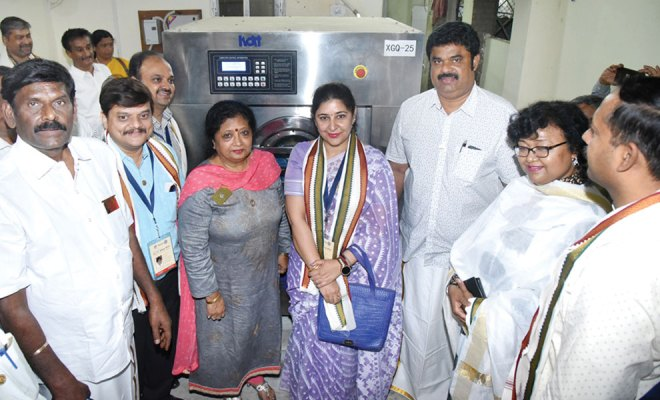 IPDG Stuti Agarwal and Club President Poonam Ray, along with members of RCs Karur and Allahabad Elite, at the inauguration of washing machine.