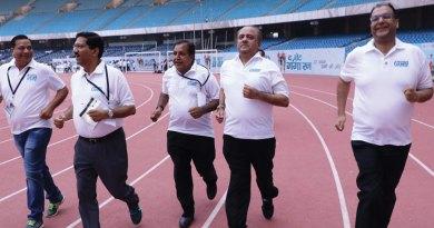 From R: DG Deepak Gupta, RIPN Shekhar Mehta, PDGs Ramesh Aggarwal, Sharat Jain and DGN Ashok Aggarwal participate in the Run.
